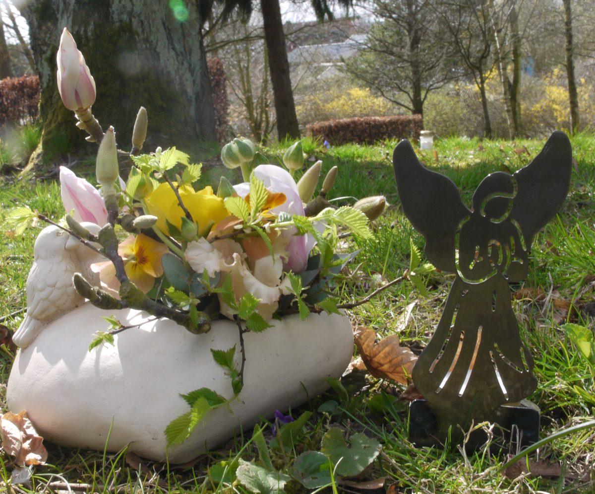 Engel fyrfadsstage blomster
