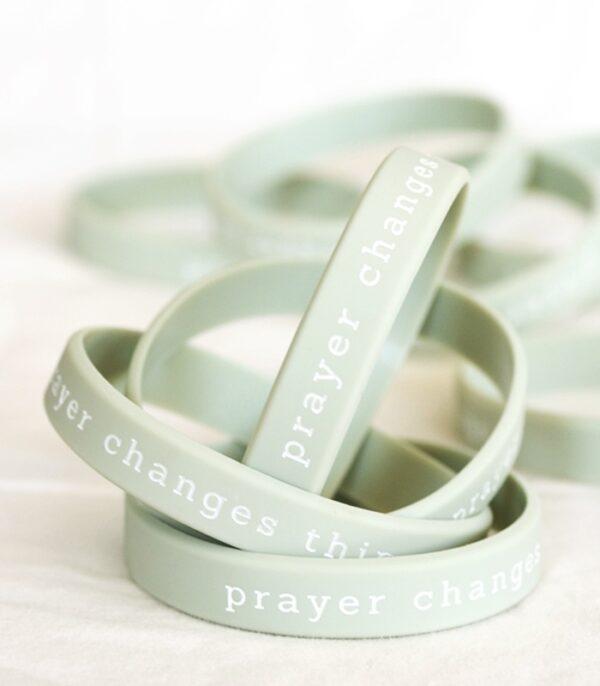 OnlyByGrace Silikonearmbånd Prayer changes things