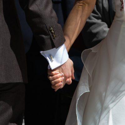 OnlyByGrace bryllup hænder